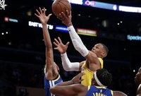 R.Westbrookas paragavo kamuolio (Scanpix nuotr.)