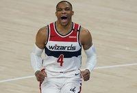 R.Westbrookas sezono pradžioje žaidė su suplyšusiu raumeniu (Scanpix nuotr.)