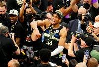 G.Antetokounmpo susišlavė jau krūvą apdovanojimų NBA (Scanpix nuotr.)