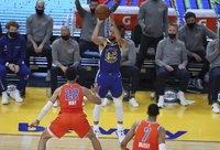 S.Curry šaudė tritaškius (Scanpix nuotr.)