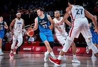 L.Dončičius mačo metu aktyviai šnekėjo su teisėjais (FIBA nuotr.)