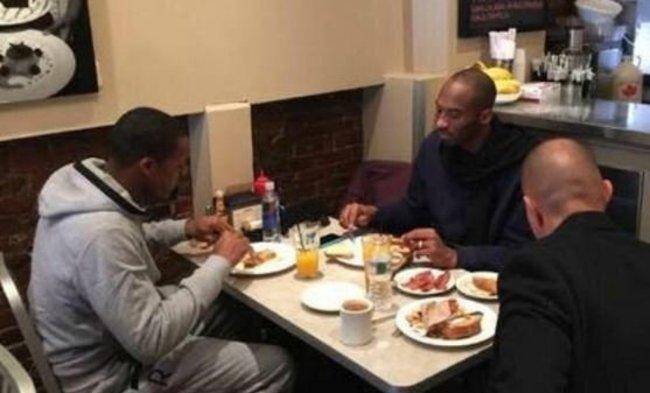 Dieną prieš rungtynes Rajonas Rondo ir Kobe Bryantas kartu pusryčiavo Bostone