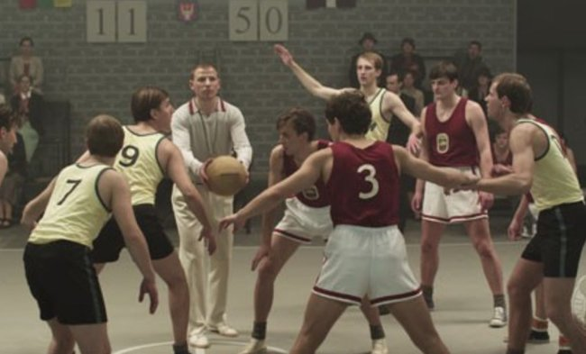 "Kadras iš filmo ""Dream Team 1935"""
