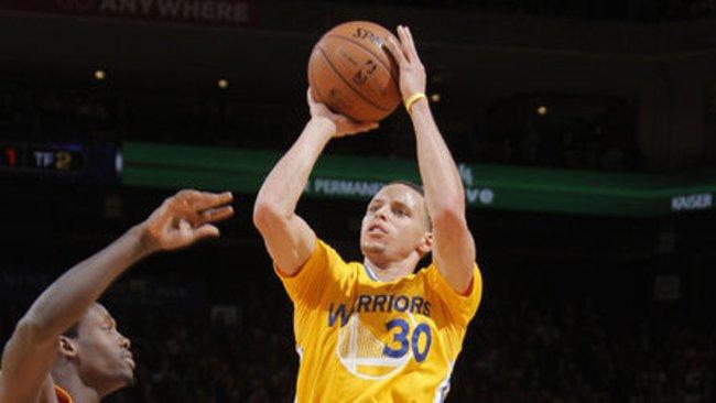 S.Curry šį sezoną buvo pelnęs ir 54 taškus (Scanpix)