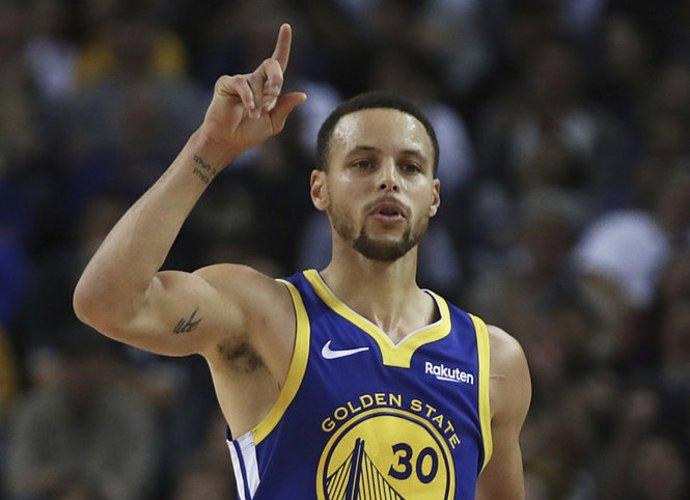 Broliai Curry kovos dėl patekimo į NBA finalą (Scanpix nuotr.)
