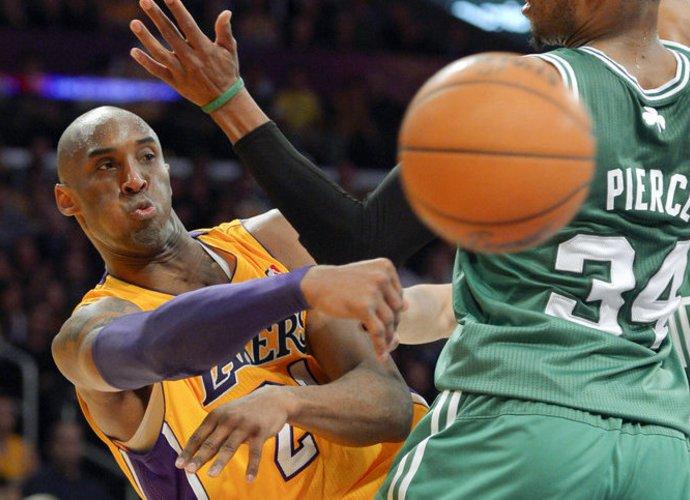 K.Bryantas pateko tarp penkiolikos geriausių dešimtmečio krepšininkų (Scanpix nuotr.)
