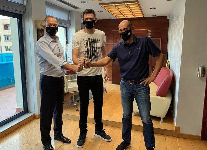 K.Papanikolaou ilgam liks Pirėjuje
