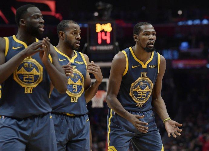 Klubo vadovas teigia, kad nepalaiko nė vieno krepšininko pusės (Scanpix nuotr.)