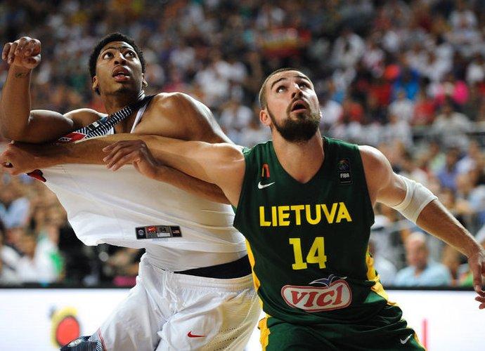 J.Valančiūnas gali tapti geriausiu Europos krepšininku (Fotodiena.lt)