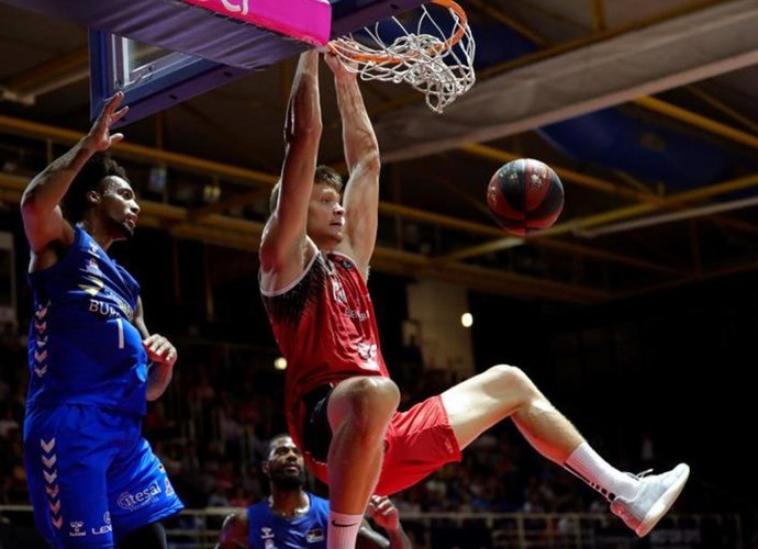"""E.Mockevičius atkovojo 9 kamuolius (nuotr. """"Twitter"""")"""