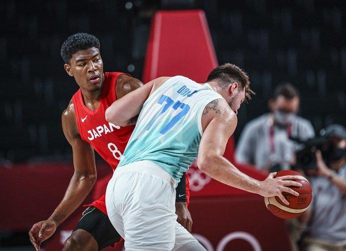 R.Hachimura individualiai nenusileido L.Dončičiui (FIBA nuotr.)