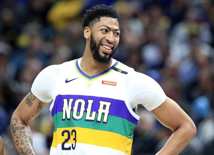 """A.Davisas keliasi į """"Lakers"""" (Scanpix nuotr.)"""