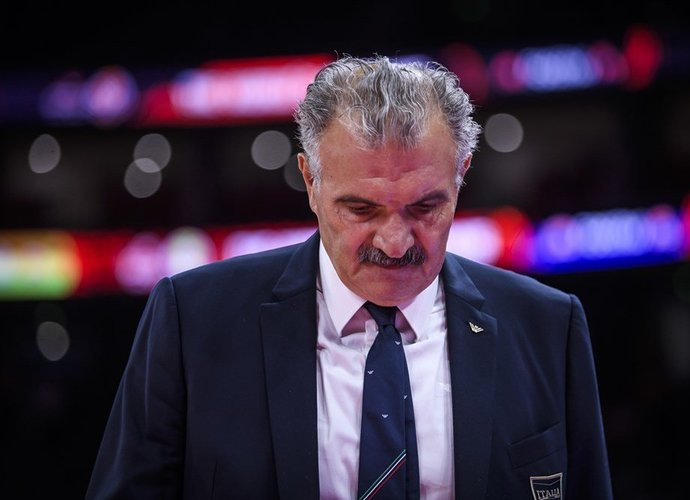 R.Sacchetti imasi legendinio klubo treniravimo (FIBA nuotr.)