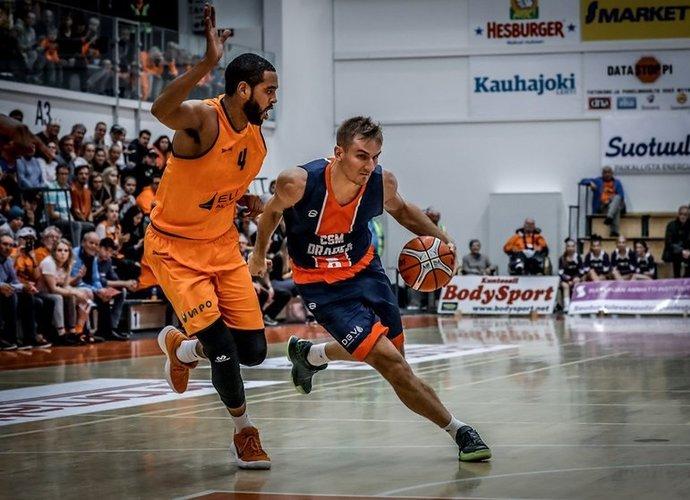 V.Kariniauskas netiksliai atakavo nuo baudų metimų linijos (FIBA Europe nuotr.)