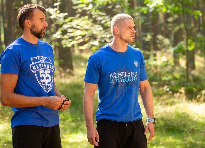 """S.Serapinas (kairėje) imasi treniruoti dublerius (""""Neptūno"""" nuotr.)"""