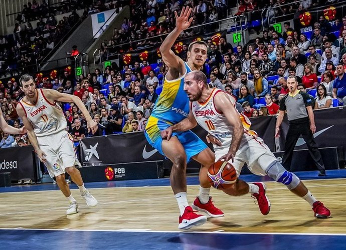 "Q.Colomas gins ""Valencia"" garbę (FIBA Europe nuotr.)"