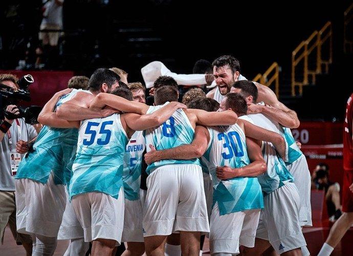 Slovėnijos rinktinė pasitikta itin griausmingai (FIBA nuotr.)