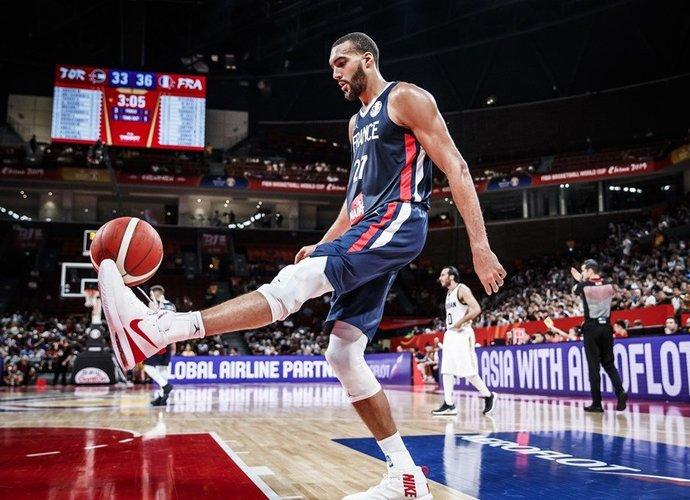 R.Gobertas yra tvirta gynybos siena (FIBA nuotr.)